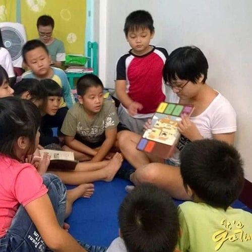 Teachers guide children to tell their stories